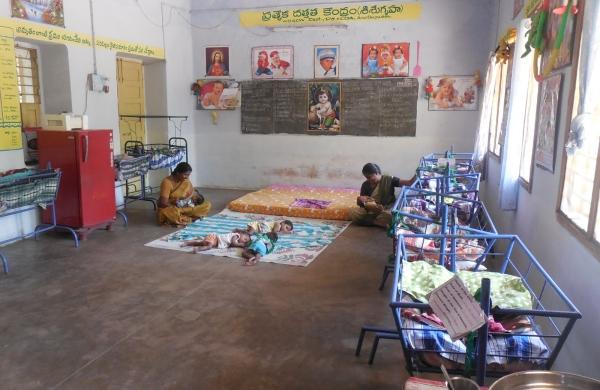 Reconstrucción de una casa de acogida para niñas y niños huérfanos yo abandonados en Anantapur (India)